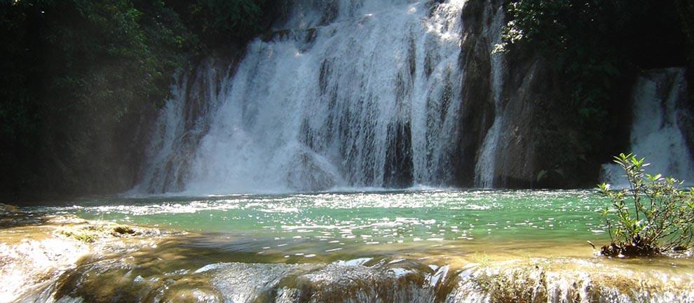 http://www.turismochiapas.gob.mx/sectur/media/centro-turstico-chen-ulich-las-golondrinas/fotos/Slider-LasGolondrinas01.jpg